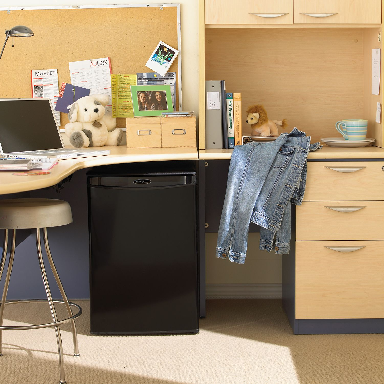 Danby 2 6CuFt Black Compact Refrigerator | DAR026A1BDD